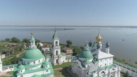 Flug über den Kirchen und dem Kreml von Rostow das große, Yaroslavl-Region, Russland stock video