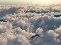 Flug über den Wolken Stockbild