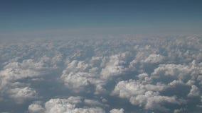 Flug über den Wolken stock video