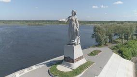 Flug über der Stadt von Rybinsk, Yaroslavl-Region Anblick von Rybinsk stock footage