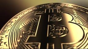 Flug über einem bitcoin - Makroschuß stock video