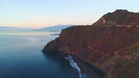 Flug über einer Küste bei Sonnenaufgang stock video footage