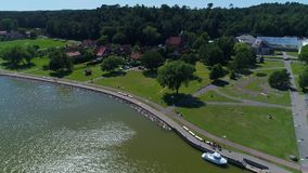 Flug über Hafen am Ufer stock footage