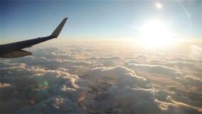 Flug über Wolken stock footage