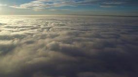 Flug über Wolken stock video footage