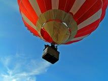 Flug auf Luftballon stockfoto