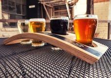 Flug des Handwerks-Bieres stockfotos