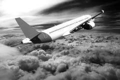 Flug durch Wolken, Wolken gesehen von einem Flugzeug, Sonnenschein, Bodenhintergrundschwarzweiß stockfoto