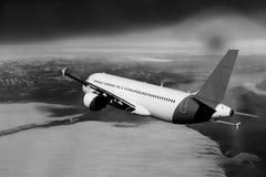 Flug durch Wolken, Wolken gesehen von einem Flugzeug, Sonnenschein, Bodenhintergrundschwarzweiß stockfotografie