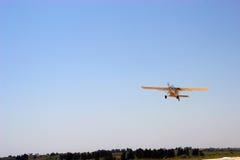 Flug eines Flugzeuges stockbilder