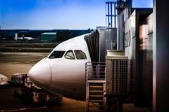 Flug von Singapur nach Seoul - Einstieg Stockbilder