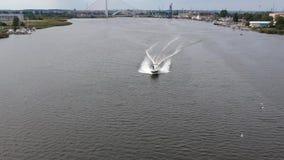 Fluga över fartyget stock video