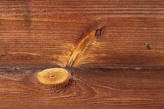 Fluga på ett träbräde Gamla rostiga Hay Turner Gammal jordbruks- utrustning på hö Arkivbild