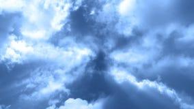 Fluga till och med moln 3 arkivfilmer