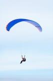 flugan hoppa fallskärm arkivfoto