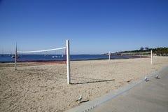 Flugballgericht auf dem Strand bei Geelong Lizenzfreie Stockfotos