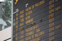 Flugbrett auf dem Flughafen -, der für Themen groß ist, mögen Sie Reisen, Luftfahrt usw. stockfotografie