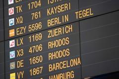 Flugbrett auf dem Flughafen -, der für Themen groß ist, mögen Sie Reisen, Luftfahrt usw. lizenzfreies stockfoto