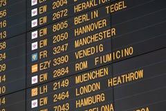 Flugbrett auf dem Flughafen -, der für Themen groß ist, mögen Sie Reisen, Luftfahrt usw. stockbild
