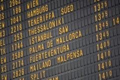 Flugbrett auf dem Flughafen -, der für Themen groß ist, mögen Sie Reisen, Luftfahrt usw. lizenzfreie stockbilder