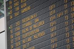 Flugbrett auf dem Flughafen -, der für Themen groß ist, mögen Sie Reisen, Luftfahrt usw. lizenzfreies stockbild