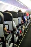 Fluggäste in der Flugzeug-Kabine Stockbilder