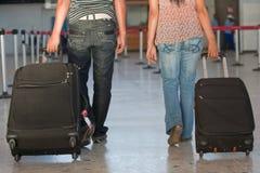 Fluggäste am Flughafen Lizenzfreies Stockbild