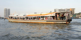 Fluggastboot auf Chao Phraya Fluss, Bangkok Stockbild