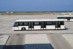 Fluggastbus am Flughafen Stockfoto