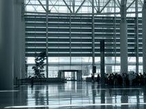 Am Flughafen stockfotos