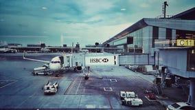 Flughafen-Abfahrt Hall Stockfotos