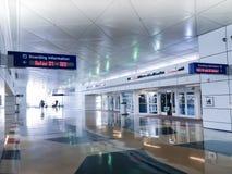 Flughafen-Abfahrt-Passagiere lizenzfreies stockbild