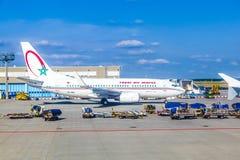 Flughafen Frankfurt mit Flugzeugen Stockbilder