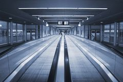 Flughafen-Gehweg Stockbild