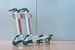 Flughafen-Gepäck-Wagen Stockbild