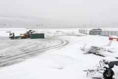 Flughafen Lugano Agno unter dem Schnee Lizenzfreie Stockfotos