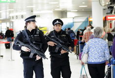 Flughafen-Polizei Stockfotos