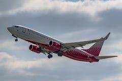 Flughafen Prag Ruzyne, entfernen Boeing 737-800 Russland stockbild