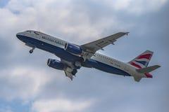 Flughafen Prag Ruzyne, entfernen britische arways Airbusses stockfotos