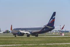 Flughafen Prag Ruzyne-LKPR, Boeing 737-800 Russland lizenzfreies stockfoto