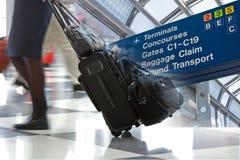 Flughafen-Reisen-Montage stockfoto