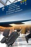 Flughafen-Reisen-Montage stockfotos