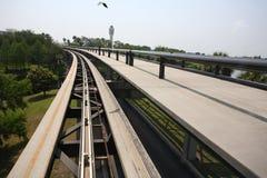 Flughafen Skytrain mit Vogel Lizenzfreies Stockfoto