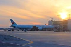 Flughafen-Sonnenuntergang Air Canadas Toronto Stockfotos