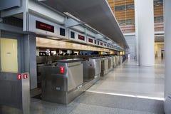 Flughafenabfertigungszählwerk Stockfoto