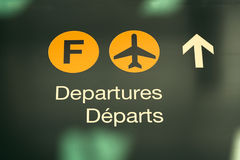 Flughafenabflugzeichen stockfoto