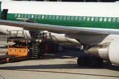 Flughafenarbeit stockfotos