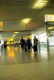 Flughafengehweg Stockbilder