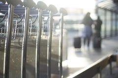 Flughafengepäcklaufkatzen für Gepäck Lizenzfreies Stockbild