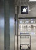 Flughafengepäckwarenkorb Lizenzfreie Stockfotografie